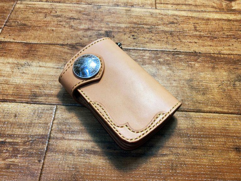 ミドルサイズの2つ折革財布